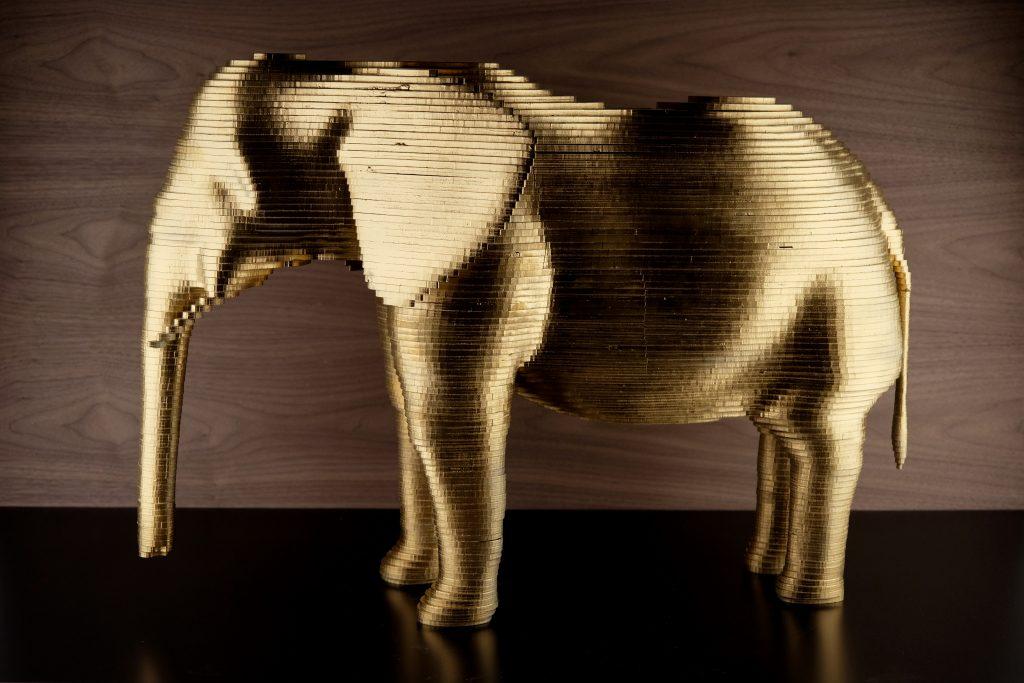 Gouden olifant Laserbeest uit restmateriaal