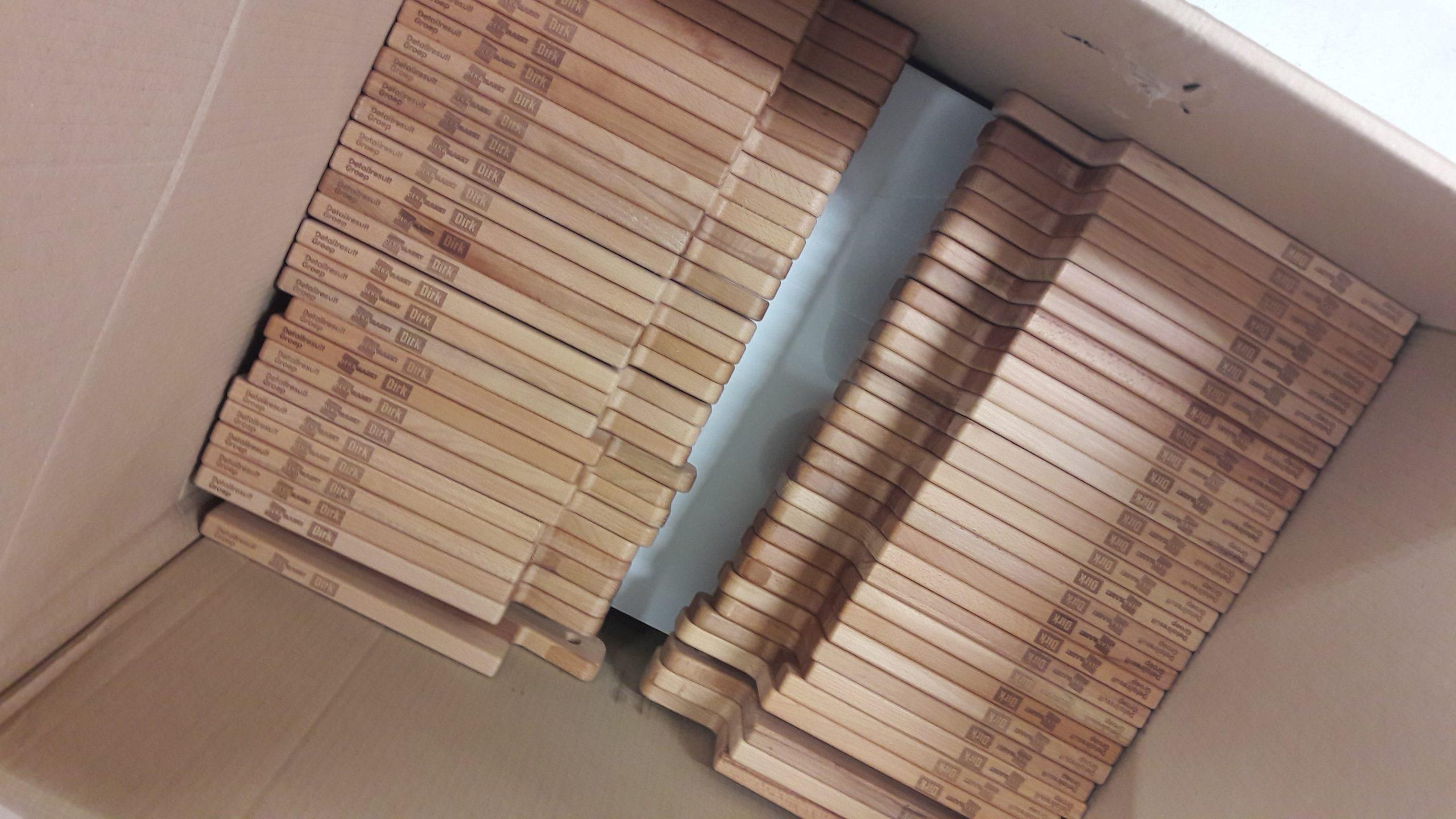 Serveerplanken grote aantallen hout Laserbeest relatiegeschenk