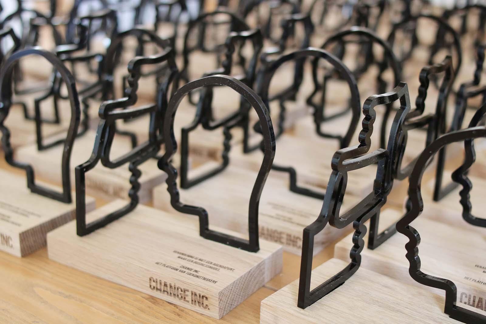 Laserbeest trofee ontwerp voor Change Inc.